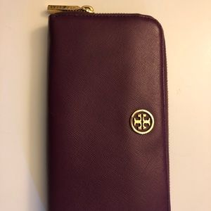 Tory Burch Robinson zip leather wallet